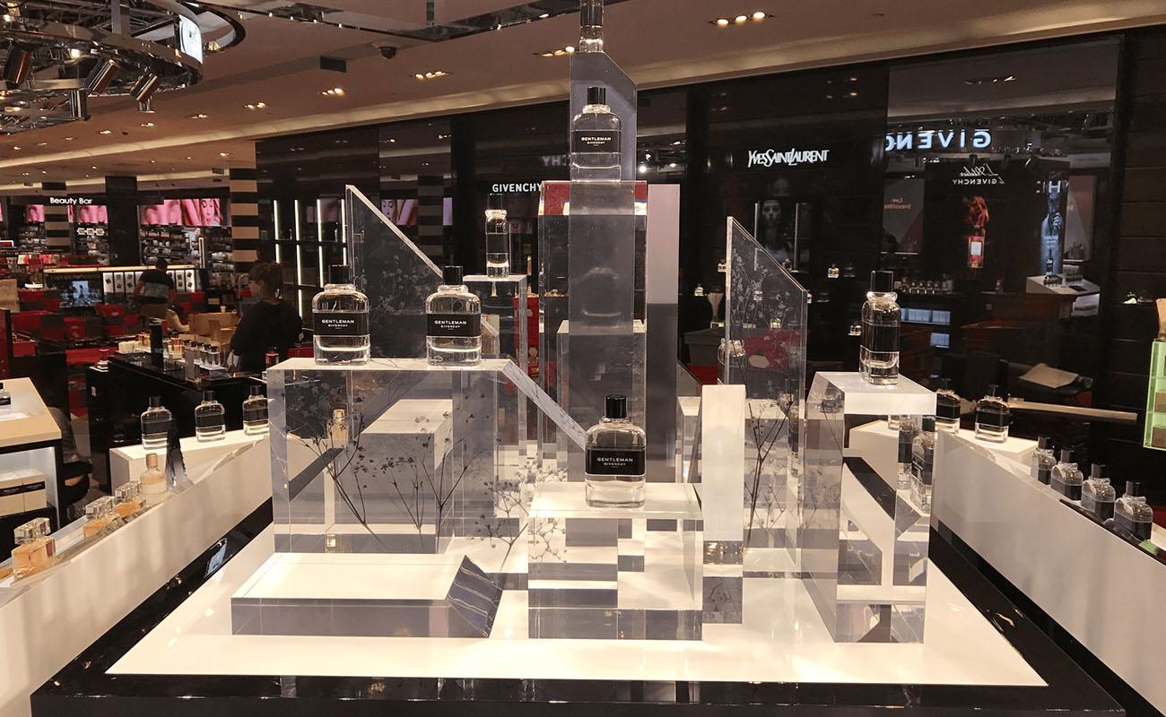 PLV cosmétique Givenchy: Design conception PLV de sol, EDG, tête de gondole glorifier en plexiglas et plastique. Fabricant plv