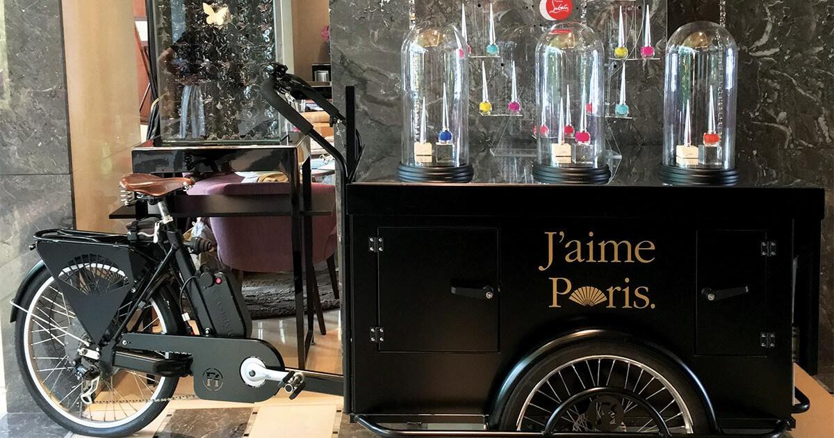 PLV Luxe Tricycle Christian Louboutin - Décor présentoir cosmétique luxe