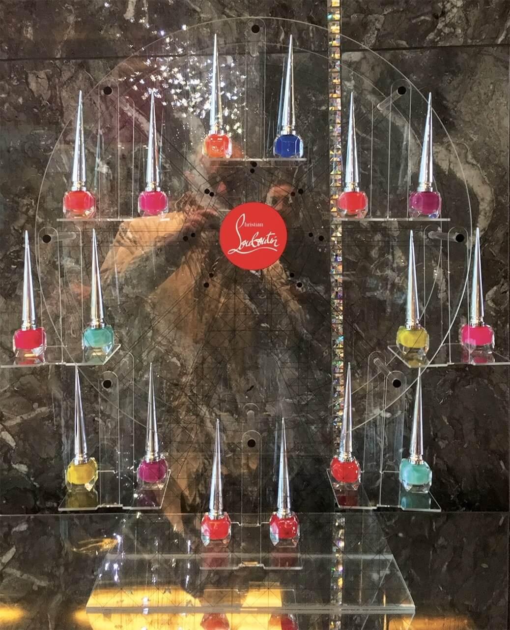 Marchandisage de séduction - PLV Luxe : cosmétique et beauté Louboutin