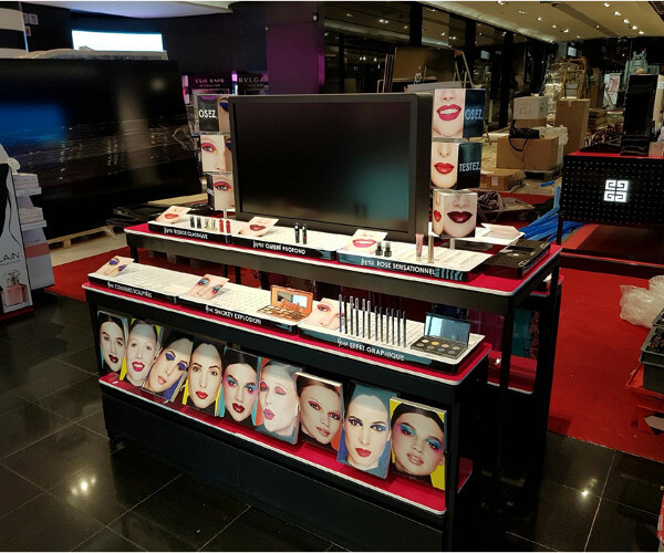 Présentoir magasin Sephora, PLV de sol en carton, plexiglas et plastique