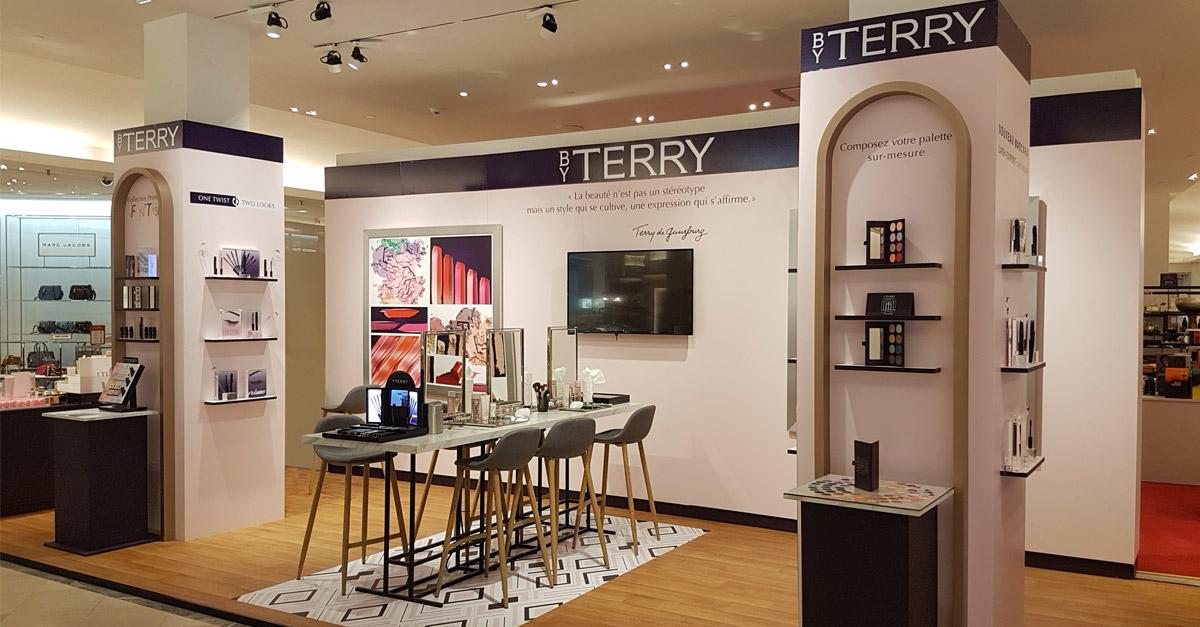 Présentoir magasin By Terry, stand en plexiglas, bois et métal. Etude, design, production PLV cosmétique et beauté