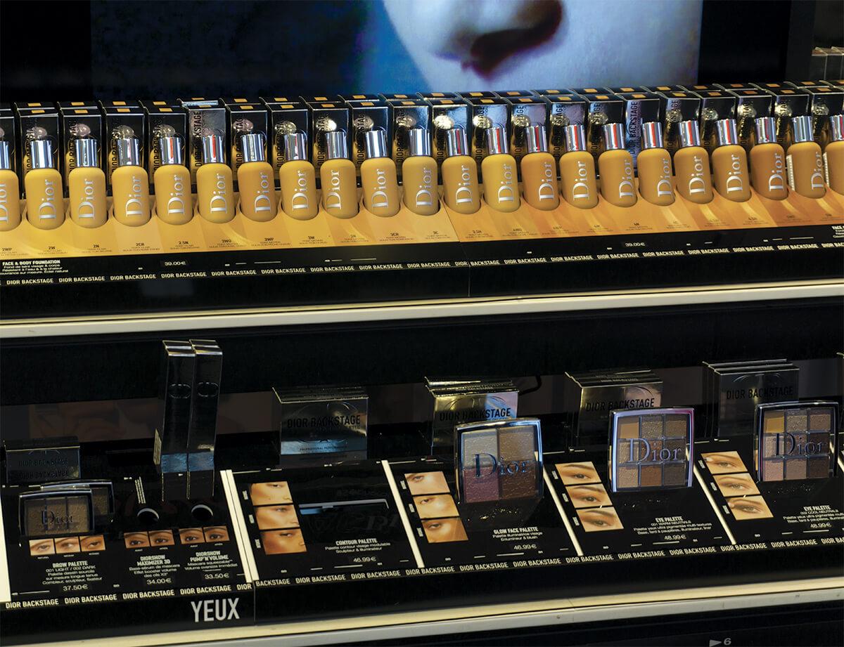PLV cosmétique Dior. Présentoir magasin en plexiglas et carton. Etude, design, fabricant plv et installation